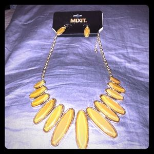 Yellow women's necklace earring set NWT